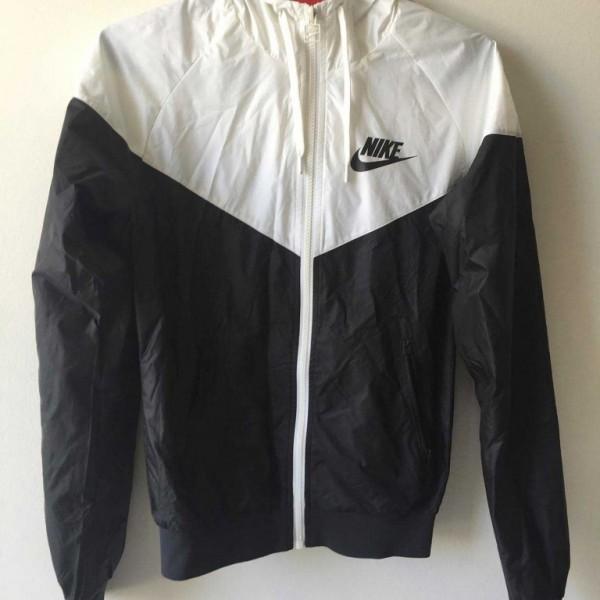camisa Besugo Cerveza inglesa  Campera Nike | Renova Tu Vestidor