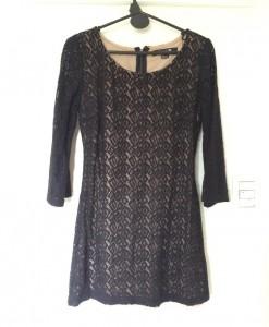 Vestido negro corto de encaje - frente