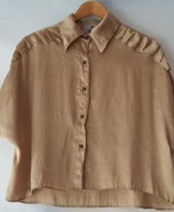 camisa dorada (frente)