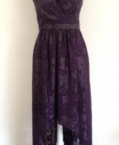 vestido violeta adelante